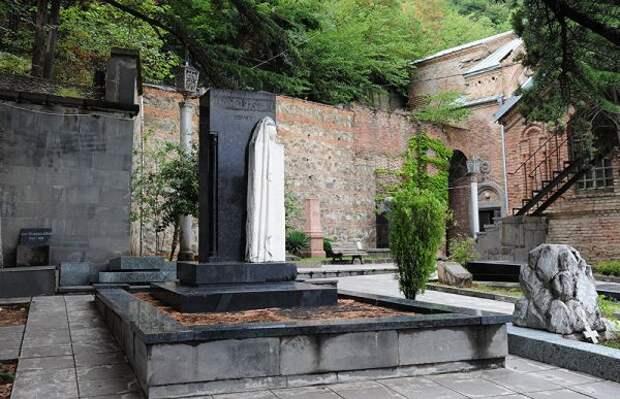 Кому недает покоя могила матери Сталина вТбилиси?