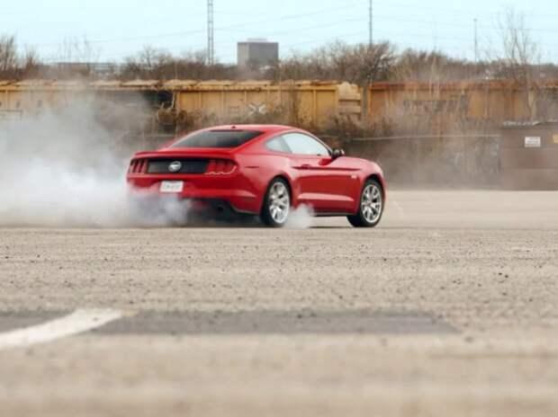 Девушка-каскадер катает ухажеров на Ford Mustang (ВИДЕО)