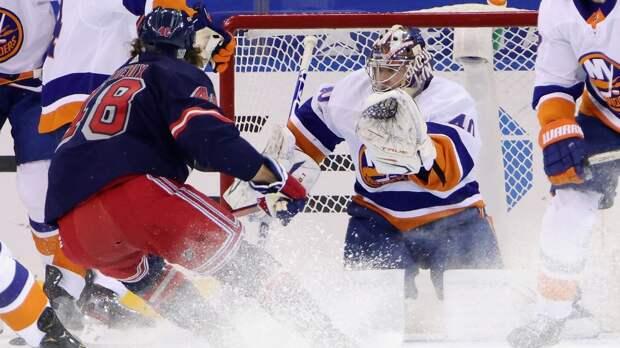 Панарин бессилен против такого Варламова! Русский вратарь «Айлендерс» снова сыграл на ноль в дерби Нью-Йорка