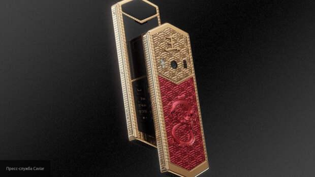 """Дизайнеры Caviar посвятили """"царскую"""" коллекцию телефонов великим правителям"""