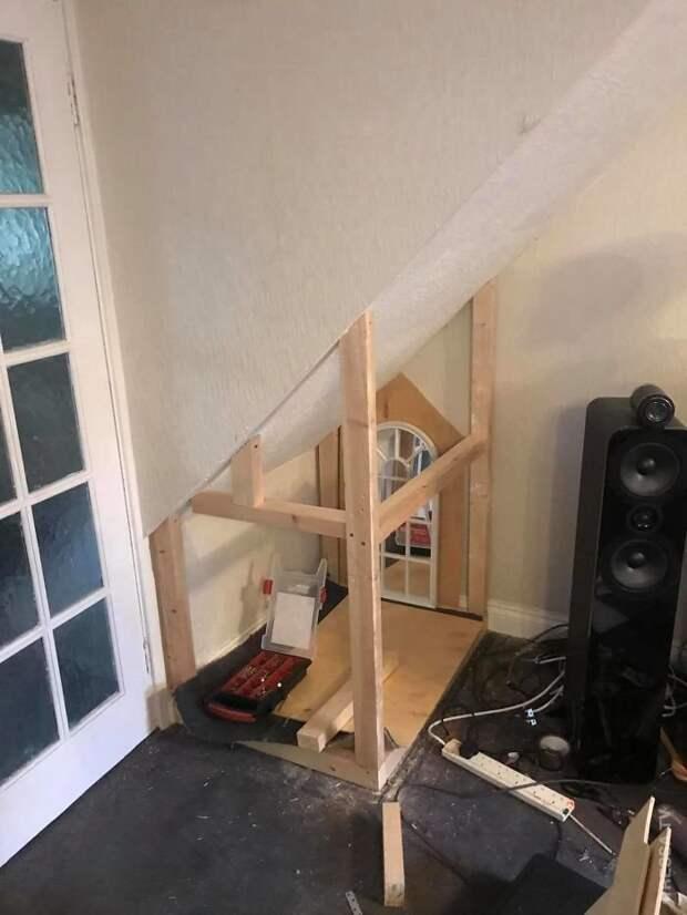 Не имея никакого опыта, мужчина построил замечательный домик для собаки