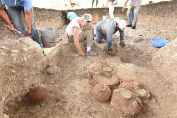 Старейшее и крупнейшее сооружение майя обнаружено в южной Мексике. Агуада Феникс майя