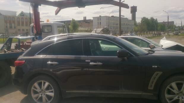 У жителя Ижевска за долги арестовали автомобиль «Инфинити»