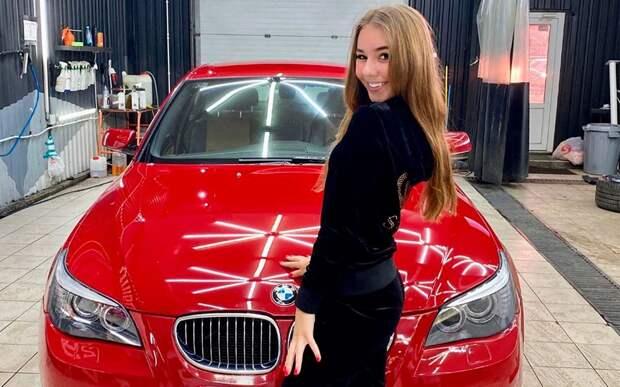 17-летняя фигуристка Нугуманова показала свою красную BMW