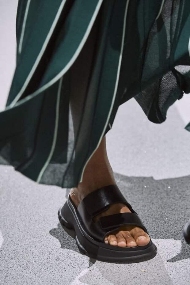 Идеальные босоножки на лето: двойные перемычки, что надежно фиксируют ногу