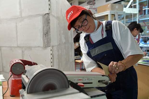 Пожилым людям, пострадавшим от кризиса, надо дать возможность выйти на пенсию раньше срока
