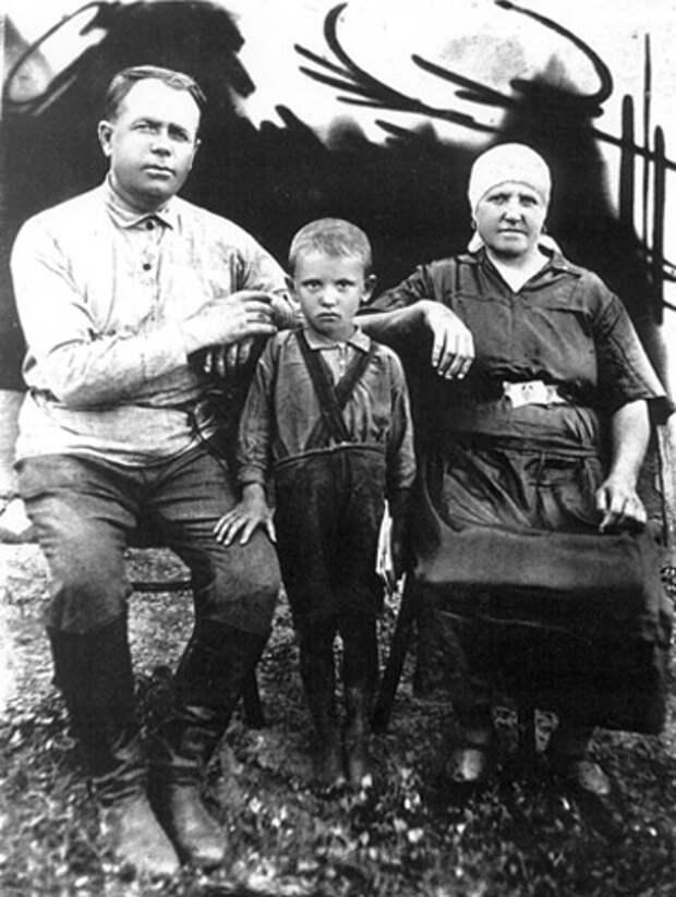 Горбачев в детстве