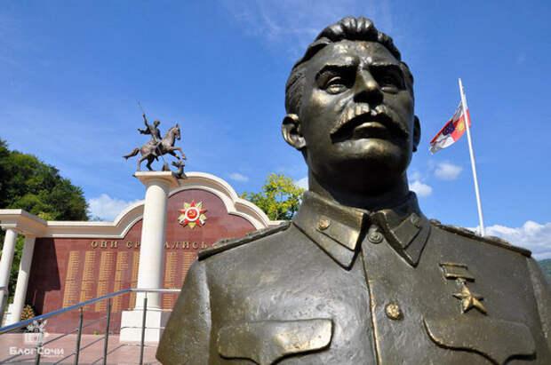 Запад и либералы негодуют: россияне хотят побольше памятников Сталину