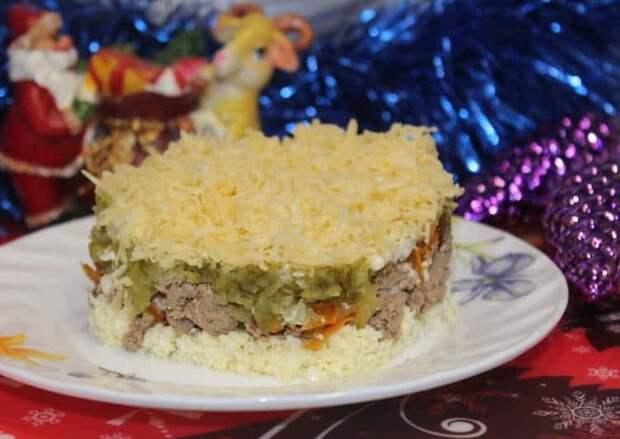 Салат с огурцами и куриной печенью