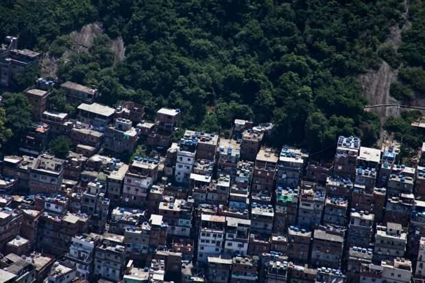 Исчезнувшую модель, которая позировала для Дольче иГаббана, нашли невменяемой вбразильских трущобах