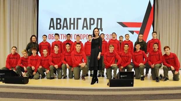 «Гостья, которая вызвала взрыв у курсантов». Медведева посетила центр военно-патриотического воспитания «Авангард»