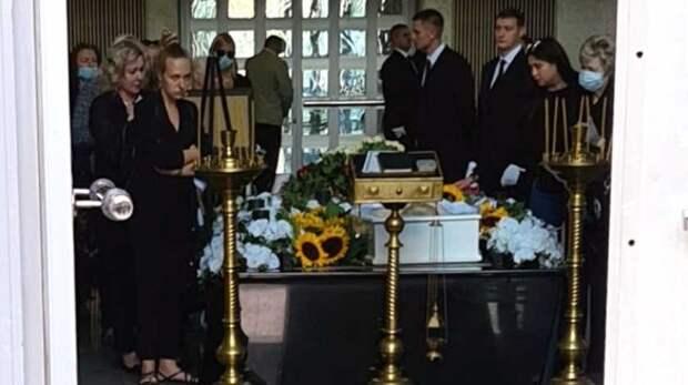 «Откуда он вообще взялся?!»: Царикати обвинил мужа в смерти Легкоступовой