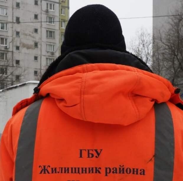 На улице 800-летия Москвы устранили гололед