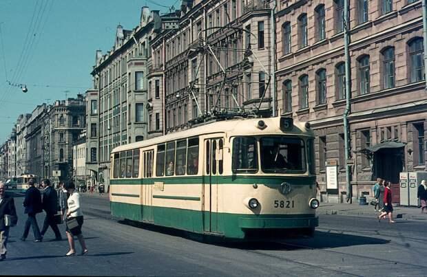 Санкт-Петербург,  ЛМ-57 № 5821 —  маршрут 5, Средний проспект В. О. 18 июня 1970 г. Фото: Hans Oerlemans