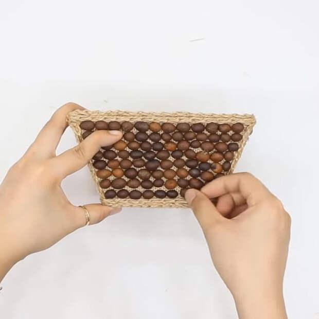 Интересный и красивый способ применения джута, картона и мешковины