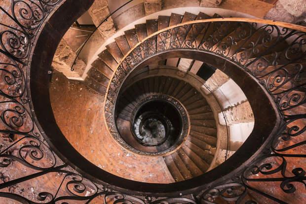 abandonedstairs_2-59da2d5871c90__880