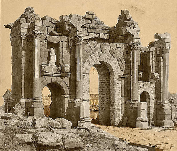 Римская арка в Тамугади (Тимгад), Алжир.