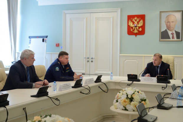 Глава Адыгеи провел встречу с представителями Генштаба ВС РФ и Главного управления спецпрограмм Президента России
