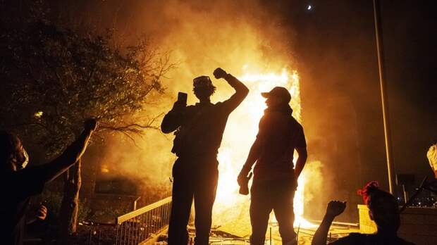 Американский майдан начал убивать силовиков: В США застрелен сотрудник федеральной службы охраны
