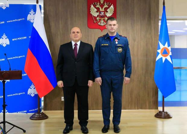 Мишустин вручил петербургскому спасателю медаль «За отвагу на пожаре»