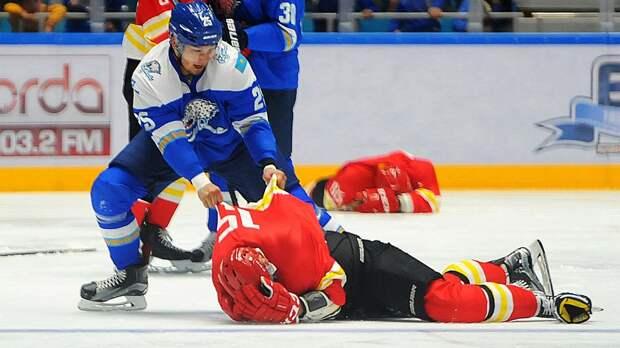 Скандальная драка в КХЛ. Казах Рыспаев лупил игроков «Куньлуня» исподтишка и готов был биться со скамейкой запасных