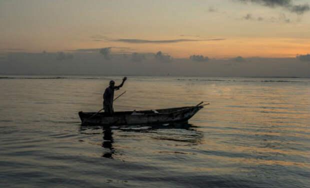 Мужчина вышел на лодке в море, порты закрылись и он 3 месяца жил в океане