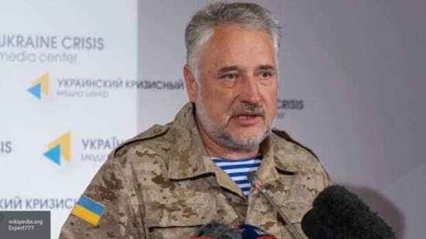 Жебривский признал, что украинцы массово едут в Донбасс за паспортами России