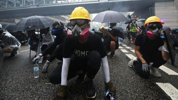 Китай выразил протест США за поддержку задержанных в Гонконге