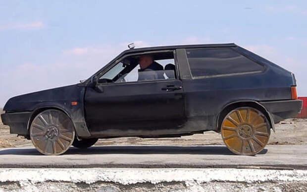 Канализационные люки вместо колес – и так делают!
