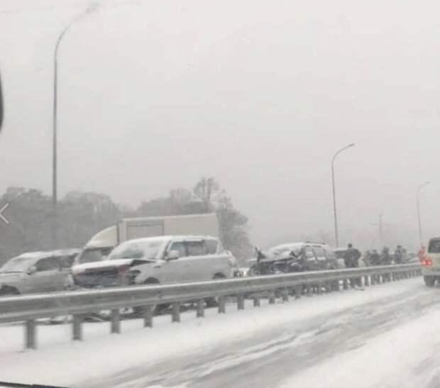 Под Владивостоком столкнулись почти 50 автомобилей