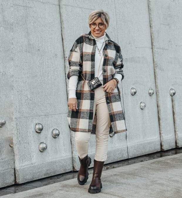 8 стильных и практичных образов с клетчатым пальто-рубашкой, без которого этой весной, похоже, нам не обойтись