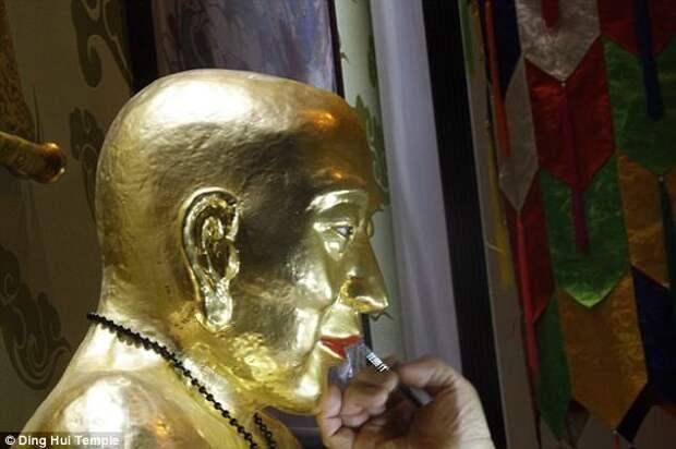 У тысячелетней мумии буддийского монаха до сих пор целы кости и мозг