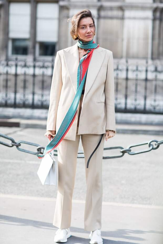 Новый для нас способ носить платок