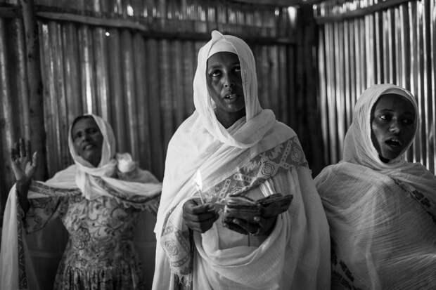 Фотографии массового экзорцизма в Эфиопии. Фотограф Роберт Уоддингем 2