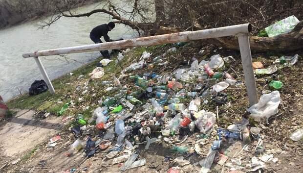 С Лаговского пруда в Подольске вывезли около 20 кубометров мусора