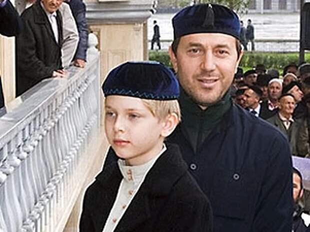 Юный Дени с отцом Русланом