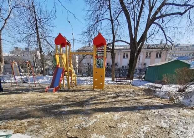 Двор на Башиловской очистили от снега и льда