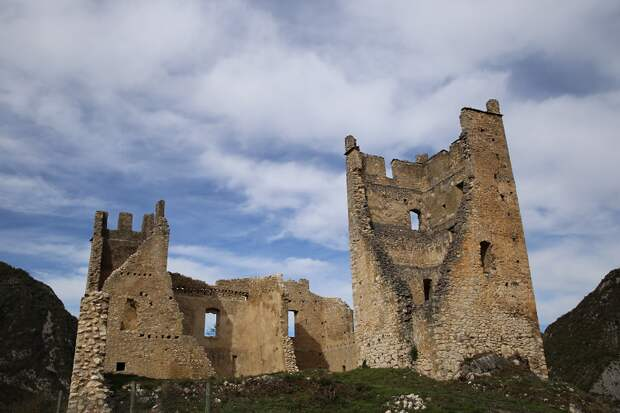 Miglos castle (Château de Miglos) in French Ariege became one of the strongholds of the Roman Church during the war with the Cathars