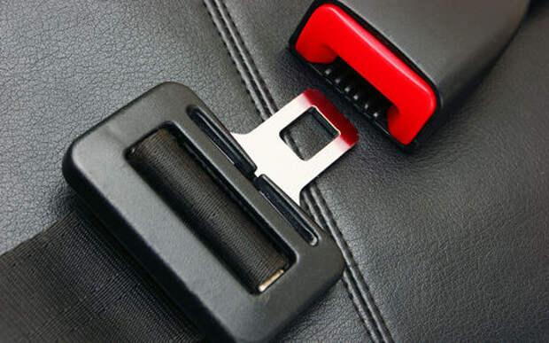 Каждый второй пассажир не пристегивается в машине. Почему? Наш опрос