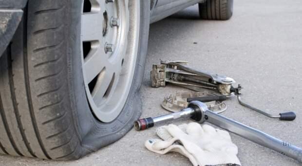 Заклеить пробитое колесо можно даже своими силами, не обращаясь на шиномонтаж.   Фото: pronews.com.ua.