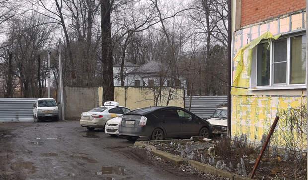 Жители дома на Тракторной в Ростове добились бесплатной дороги к дому