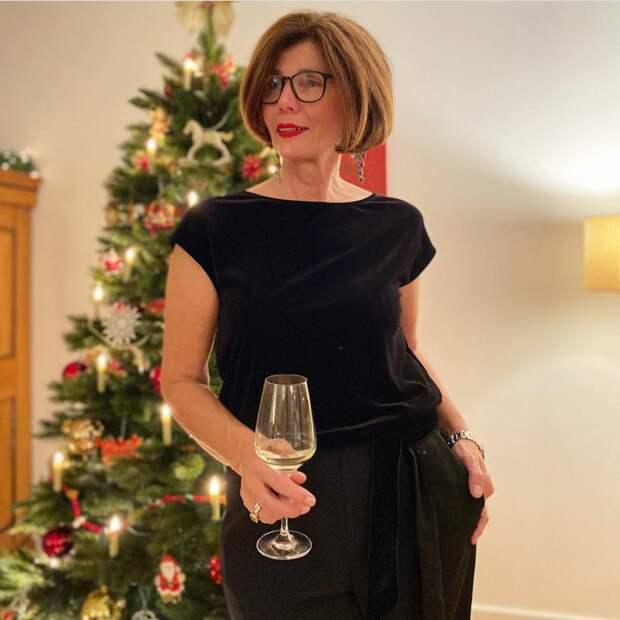 Какие наряды выбрали женщины в разных странах для встречи католического Рождества в карантинном декабре-2020