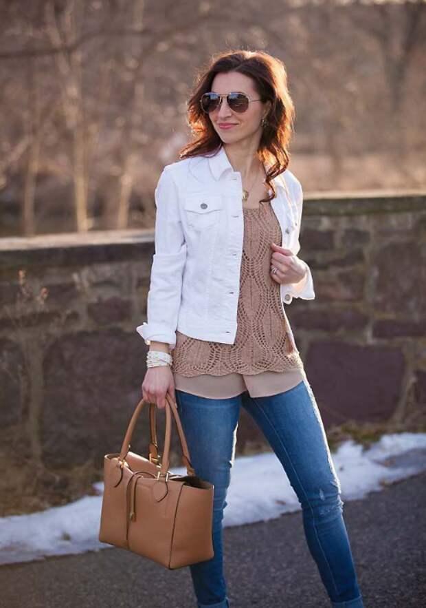 Белая джинсовая куртка: актуально или старомодно?