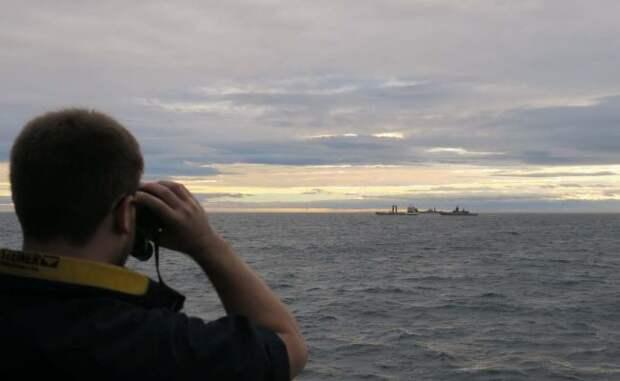 Британия следит, как корабли России заправляются из-за непогоды уШотландии