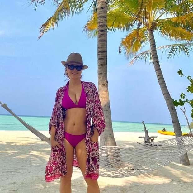 54-летняя Сальма Хайек поразила поклонников новым фото в бикини