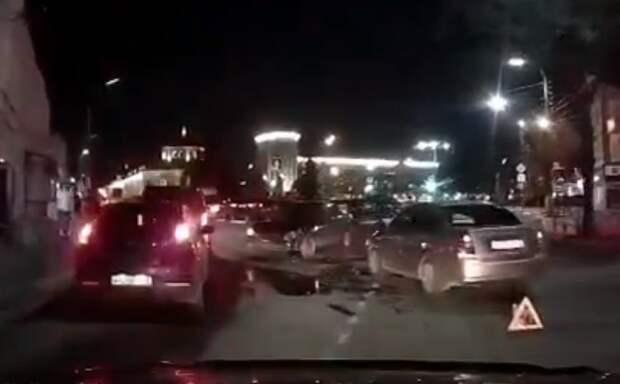 В центре Рязани произошло ДТП, машины сильно разбиты