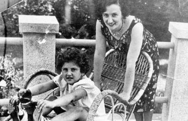 Евгения Фейгенберг с приемной дочерью./ Фото: rushist.com