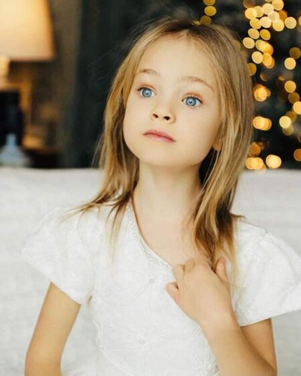 Певица МакSим поделилась редкими фотографиями младшей дочери