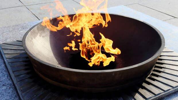 Докатились: Газпром потребовал оплатить вечный огонь