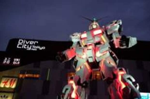 Робот Гандам летит в космос!